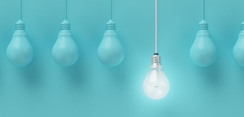 Türkisfarbene Glühbirnen